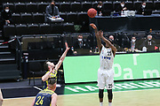 Basketball: Deutschland, 1. Bundesliga, Hamburg Towers -  EWE Baskets Oldenburg, Hamburg, 14.04.2021<br /> Terry Allen (Towers, r)<br /> © Torsten Helmke