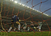 Photo: Andrew Unwin.<br />Sunderland v Northwich Victoria. The FA Cup. 08/01/2006.<br />Sunderland's Dean Whitehead (C) beats Northwich's Chris Rogers (L) to score his team's second goal.