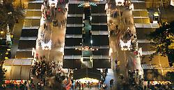 THEMENBILD Christkindlmarkt am Wiener Rathausplatz. Das Bild wurde am 19. Dezember 2013 aufgenommen. im Bild Christkindlmarkt Staende und Menschen // THEMES PICTURE - Christmas Market at the Viennese City Hall Square. The image was taken on december, 19th, 2013. Picture shows Christmas Market with Visitors, AUT, EXPA Pictures © 2013, PhotoCredit: EXPA/ Michael Gruber
