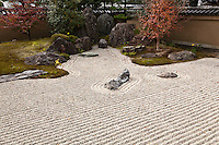 Hoshun-in, one of the sub temples at Daitokuji Zen Buddhist complex in Kyoto.  Though not very large, its elegantly landscaped garden is attractive for its three dimensional composition.   Kagantei Zen rock garden is on the other side of the main temple building.