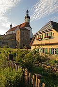 Weißer Regen, Kirche, Bad Kötzing, Bayerischer Wald, Bayern, Deutschland | river Weisser Regen, church, Bad Koetzing, Bavarian Forest, Bavaria, Germany