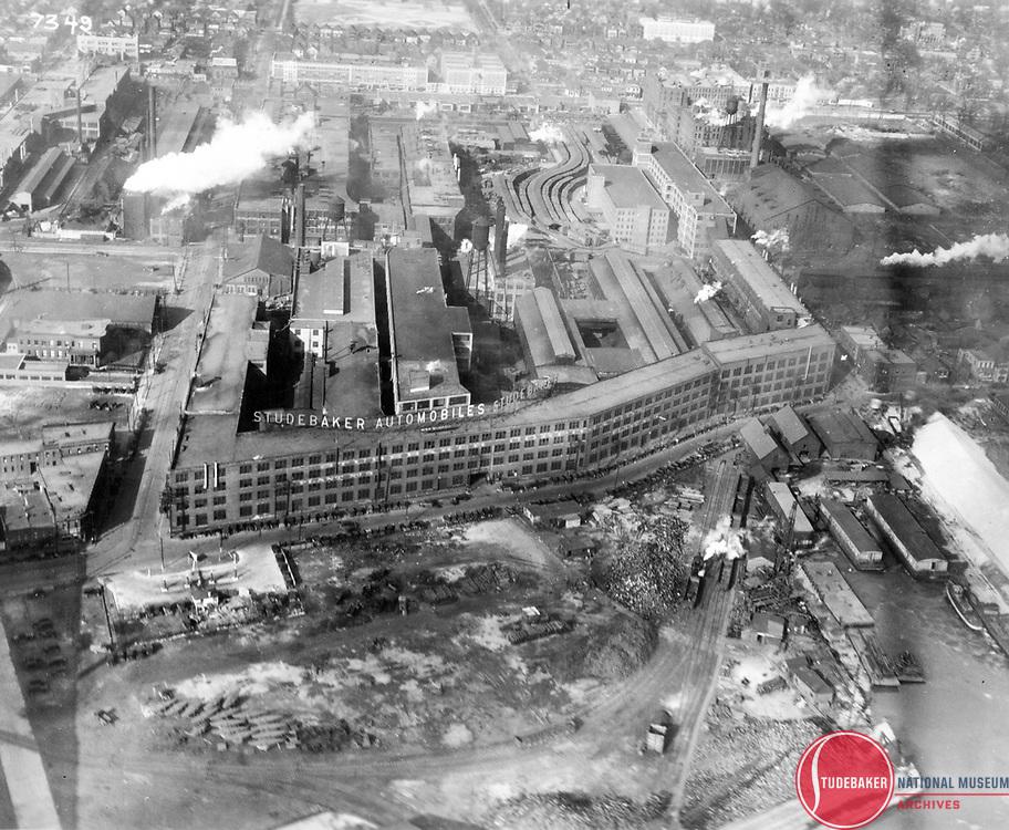 c. 1920 image of Studebaker's Jefferson Avenue plant in Detroit.