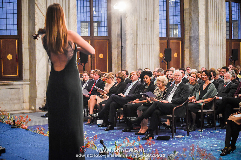NLD/Amsterdam/20151125 - Koning Willem Alexander reikt Erasmusprijs 2015 uit, Prins Constantijn, Adele Vrana, Lodewijk Gelauff, Koningin Maxima,  Koning Willem-Alexander, Adele Vrana,  prinses Beatrix