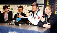 Alpint<br /> World Cup<br /> Kithbühel Østerrike<br /> 19.01.2012<br /> Foto: Gepa/Digitalsport<br /> NORWAY ONLY<br /> <br /> FIS Weltcup, Hahnenkamm-Rennen, Side Events, Praesentation FIS and Dainese,  <br /> Pressekonferenz. Bild zeigt Kristian Ghedina, Aksel Lund Svindal (NOR) und Werner Heel (ITA).