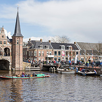 Sneek<br /> <br /> Op zaterdag 23 april draait alles rond de Waterpoort, waar anders, om de watersport. Van 10.00 tot 17.00 uur kunt met vele facetten van de watersport kennis maken tijdens de Friese boten Opstapdag in de kolk van de Waterpoort<br />  <br /> De Boten Opstapdag wordt georganiseerd door watersportboulevard 't Ges in samenwerking met varen in Friesland.<br />  <br /> Er wordt een botenshow gehouden en is er een nautische markt plaats bij de Stadsherberg aan de Lemmerweg. Er liggen roeiboten, sloepen, electro- en motorboten klaar om te bekijken en te proberen en worden er supyoga gehouden. Sneek<br /> <br /> Op zaterdag 23 april draait alles rond de Waterpoort, waar anders, om de watersport. Van 10.00 tot 17.00 uur kunt met vele facetten van de watersport kennis maken tijdens de Friese boten Opstapdag in de kolk van de Waterpoort<br />  <br /> De Boten Opstapdag wordt georganiseerd door watersportboulevard 't Ges in samenwerking met varen in Friesland.<br />  <br /> Er wordt een botenshow gehouden en is er een nautische markt plaats bij de Stadsherberg aan de Lemmerweg. Er liggen roeiboten, sloepen, electro- en motorboten klaar om te bekijken en te proberen en worden er supyoga gehouden.