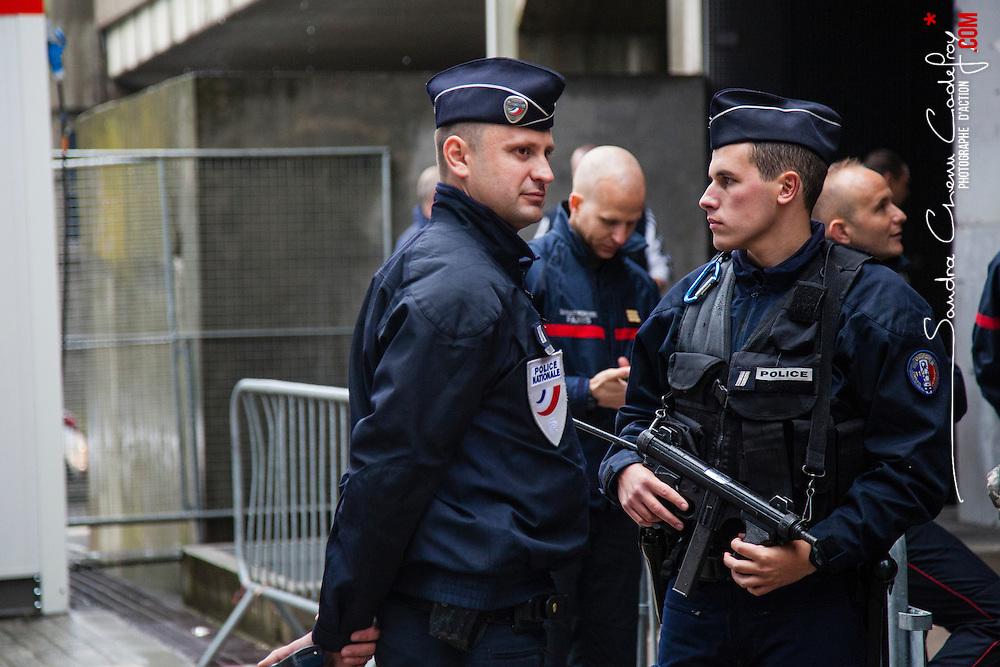 Exercice de gestion de crise Euro 2016 organisé au Stade de France par la Préfecture de Police de Paris avec les policiers du RAID et de la DOPC et les secouristes de la BSPP et du SAMU 93. <br /> Mai 2016 / Paris (75) / FRANCE<br /> Voir le reportage complet (65 photos) http://www.asterpictures.com/gallery/2016-05-Exercice-Euro-2016-Complet/G0000gyn0TRP9s28/C0000yuz5WpdBLSQ