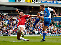Fotball<br /> Foto: SBI/Digitalsport<br /> NORWAY ONLY<br /> <br /> Blackburn Rovers v Manchester United<br /> Barclays Premiership, 28/08/2004<br /> <br /> Blackburn's Paul Dickov (R) strikes past the dive of Manchester United's Mikael Silvestre to give Blackburn the lead.