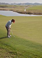 SPIJK - Golfclub THE DUTCH bij Gorinchem. The Dutch is een privégolfclub die uitsluitend toegankelijk is voor members en hun gasten. Members worden begeleidt door de 10 professionals van Made in Scotland. FOTO KOEN SUYK