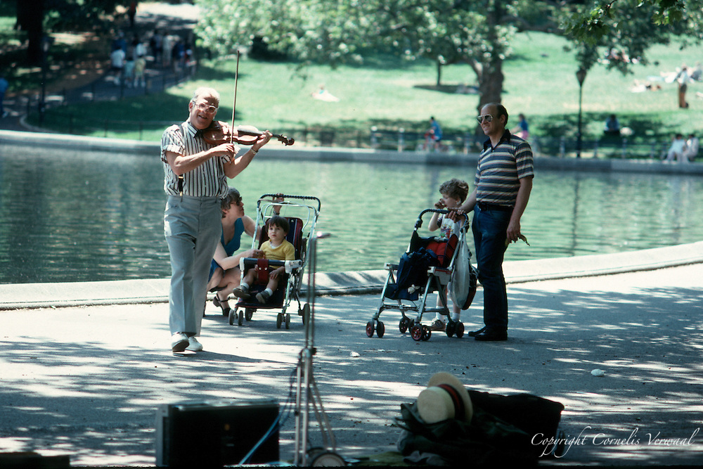 Violin player at Conservatory Waters (Sailboat pond)