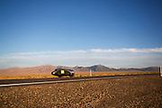 De Bowstring met Sergey Dashevskiy tijdens de tweede racedag van het WHPSC. In de buurt van Battle Mountain, Nevada, strijden van 10 tot en met 15 september 2012 verschillende teams om het wereldrecord fietsen tijdens de World Human Powered Speed Challenge. Het huidige record is 133 km/h.<br /> <br /> The Bowstring with Sergey Dashevskiy is on its way on the second day of the WHPSC. Near Battle Mountain, Nevada, several teams are trying to set a new world record cycling at the World Human Powered Speed Challenge from Sept. 10th till Sept. 15th. The current record is 133 km/h.
