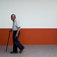 A man on the street in Alajuela, Costa Roca on April 10, 2009.  (Photo/William Byrne Drumm).
