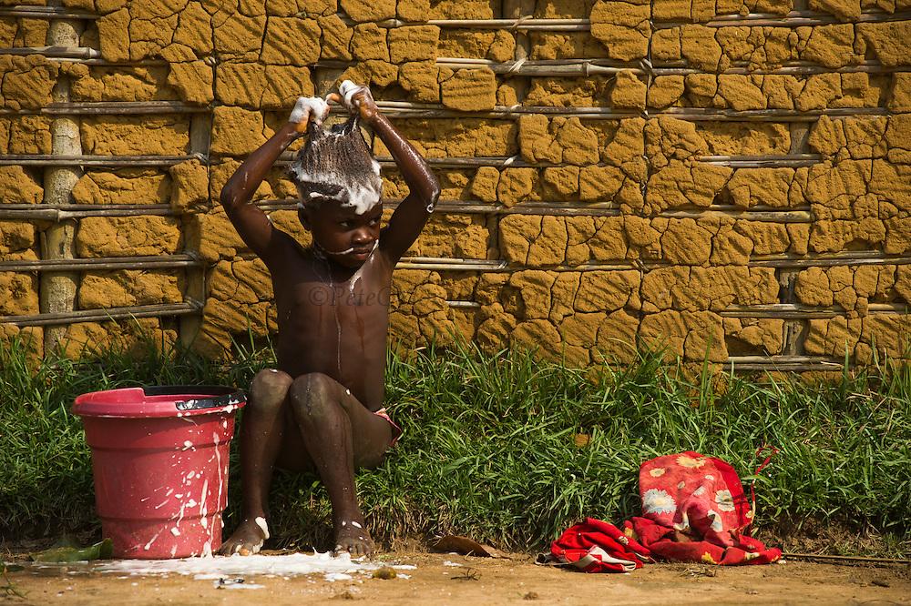 Local people<br /> Mbomo Village<br /> Odzala - Kokoua National Park<br /> Republic of Congo (Congo - Brazzaville)<br /> AFRICA