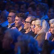 NLD/Amsterdam/20161120 - NPO Radio Ouvre Award 2016, Rob de Nijs, zoon Toshi en partner Henriette Koetschruiter