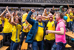 June 18, 2018 - Stockholm, SVERIGE - 180618 Fans jublar pÃ¥ Tele2 Arena efter gruppspelsmatchen i fotbolls-VM mellan Sverige och Sydkorea den 18 Juni 2018 i Stockholm. (Credit Image: © Kenta JöNsson/Bildbyran via ZUMA Press)