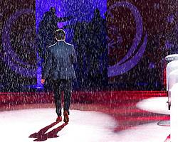 18.03.2017, Planai-Stadion, Schladming, AUT, Special Olympics 2017, Wintergames, Eröffnungsfeier, im Bild Timothy Shriver, Chairman Special Olympics International, schreitet im starken Regen auf die Bühne // Timothy Shriver, Chairman Special Olympics International, on stage during the opening ceremony in the Planai Stadium at the Special Olympics World Winter Games Austria 2017 in Schladming, Austria on 2017/03/17. EXPA Pictures © 2017, PhotoCredit: EXPA / Martin Huber