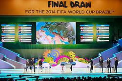 Telão mostra os grupos da Copa do Mundo de 2014 durante a cerimônia do sorteio, na Costa do Sauípe, Bahia. FOTO: Jefferson Bernardes/ Agência Preview
