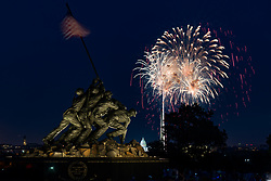 July 4, 2018 - Maryland, US - July 4, 2018, Washington D.C. - Fireworks display on the National Mall as seen from the Marine Corps Memorial located in Arlington Virginia. (Credit Image: © Michael Jordan via ZUMA Wire)