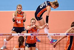 08-01-2016 TUR: European Olympic Qualification Tournament Nederland - Italie, Ankara<br /> De volleybaldames hebben op overtuigende wijze de finale van het olympisch kwalificatietoernooi in Ankara bereikt. Italië werd in de halve finales met 3-0 (25-23, 25-21, 25-19) aan de kant gezet / Vreugde bij Nederland met Laura Dijkema #14, Debby Stam-Pilon #16, Maret Balkestein-Grothues #6