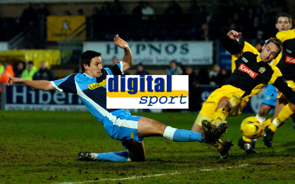 Photo: Alan Crowhurst.<br />Wycombe Wanderers v Stockport County. Coca Cola League 2. 28/01/2006. <br />Wycombe's Ian Stonebridge scores late to level the scores.