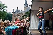 Nederland, Wijchen, 17-9-2006..Floortje van Idols treedt op in de kasteeltuin...Foto: Flip Franssen/Hollandse Hoogte