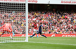 Pierre-Emerick Aubameyang of Arsenal drives into the box and passes the ball - Mandatory by-line: Arron Gent/JMP - 28/07/2019 - FOOTBALL - Emirates Stadium - London, England - Arsenal v Olympique Lyonnais - Emirates Cup