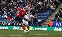 Photo: Steve Bond/Sportsbeat Images.<br />West Bromwich Albion v Charlton Athletic. Coca Cola Championship. 15/12/2007. Chris Brunt (R) heads for goal