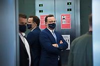 DEU, Deutschland, Germany, Berlin, 28.09.2020: Bundesgesundheitsminister Jens Spahn (CDU) mit Mund-Nase-Bedeckung in einem Fahrstuhl im Deutschen Bundestag.