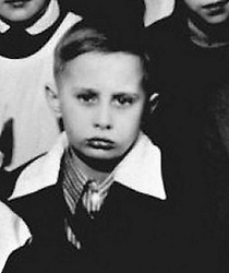 Before rising to power as one of the most infamous leaders in the world, Putin was a playful, hipster-dressing man in love. 1960 - St. Petersburg, Russia - A class photo of a young VLADIMIR PUTIN, 8. (Credit Image: © Russian Archives via ZUMA Wire)