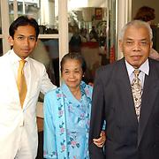 NLD/Amsterdam/20050704 - Wibi Soerjadi en ouders, Raphael Soerjadi + Floor Jobse, vader, moeder
