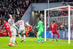 13.03.2019, Allianz Arena, Muenchen, GER, UEFA CL, FC Bayern Muenchen vs FC Liverpool, Achtelfinale, Rückspiel, im Bild 1:1 duch Serge Gnabry (FC Bayern), Andy Robertson (FC Liverpool), Joël Matip (FC Liverpool), Alisson Becker (FC Liverpool), Robert Lewandowski (FC Bayern) // during the UEFA Champions League round of 16, 2nd leg match between FC Bayern Muenchen and FC Liverpool at the Allianz Arena in Muenchen, Germany on 2019/03/13. EXPA Pictures © 2019, PhotoCredit: EXPA/ Johann Groder