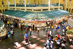 Patrimônio Histórico e Cultural de Porto Alegre, o Mercado Público foi inaugurado em 1869 para abrigar o comércio de abastecimento da cidade. Tombado como um Bem Cultural, passou entre 1990 e 1997 por um processo de restauração, agregando mais qualidade a sua estrutura e recuperando a concepção arquitetônica original. Além de oferecer bons produtos, o Mercado Público também atua como espaço para manifestações culturais e comunitárias. FOTO: Lucas Uebel/Preview.com