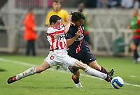 Fotball<br /> Frankrike / Irland<br /> Foto: Dppi/Digitalsport<br /> NORWAY ONLY<br /> <br /> FOOTBALL - UEFA CUP 2006/2007 - 1ST ROUND - 2ND LEG - PARIS SAINT GERMAIN v DERRY CITY FC - 28/09/2006<br /> <br /> EDWARD MAC CALLION (DER) / CRISTIAN RODRIGUEZ (PSG)