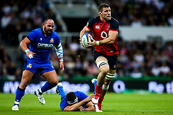 Mark Wilson of England goes past David Sisi of Italy - Mandatory by-line: Robbie Stephenson/JMP - 06/09/2019 - RUGBY - St James's Park - Newcastle, England - England v Italy - Quilter Internationals