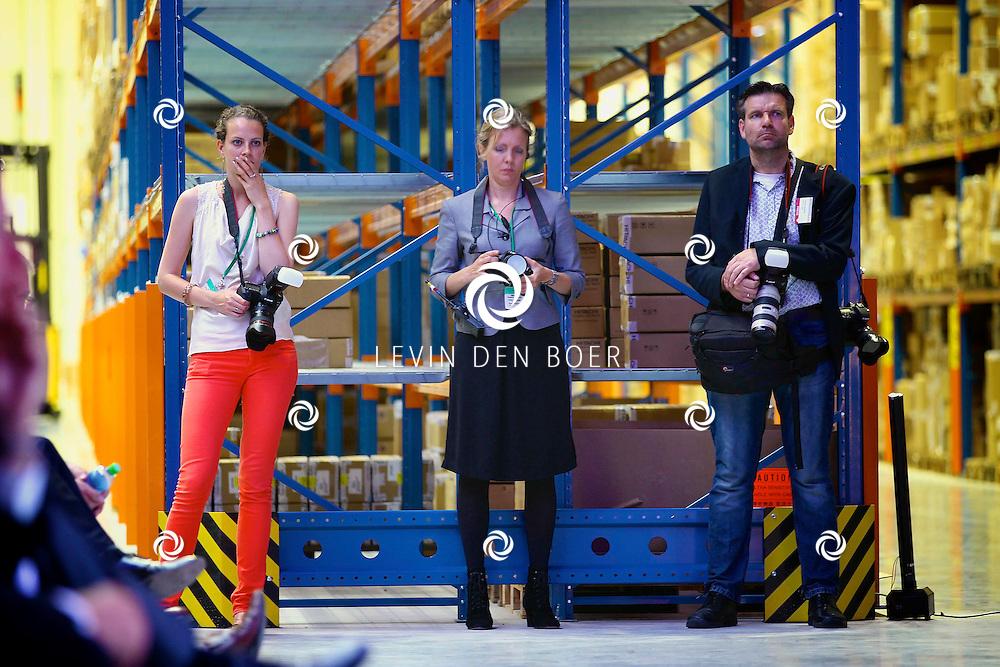 ZALTBOMMEL - De 'Grand Opening EDC Zaltbommel' in het Hitachi Centre. Met op de foto drie fotografen waarvan de aller rechtse Patrick Guitjens is. FOTO LEVIN DEN BOER - PERSFOTO.NU