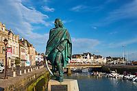 France, Loire-Atlantique (44), Le Croisic, statue de Pierre Bouguer, hydrographe du XVIIIe siècle, par Jean Fréour // France, Loire-Atlantique, Le Croisic