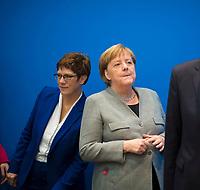 DEU, Deutschland, Germany, Berlin, 10.02.2020: Bundesvorstandssitzung der CDU im Konrad-Adenauer-Haus. CDU-Parteichefin Annegret Kramp-Karrenbauer und Bundeskanzlerin Dr. Angela Merkel (CDU). Annegret Kramp-Karrenbauer verkündete in der heutigen Präsidiumssitzung ihrer Rücktritt als CDU-Parteivorsitzende.