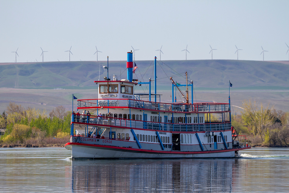 Paddle Tour Boat begins an up river tour of the Snake River from the Confluence with the Columbia River in Tri-Cities, Washington.