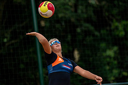 Raïsa Schoon in action. From July 1, competition in the Netherlands may be played again for the first time since the start of the corona pandemic. Nevobo and Sportworx, the organizer of the DELA Eredivisie Beach volleyball, are taking this opportunity with both hands. At sunrise, Wednesday exactly at 5.24 a.m., the first whistle will sound for the DELA Eredivisie opening tournament in Zaandam on 1 July 2020 in Zaandam.