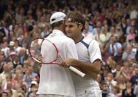 Tennis<br /> Wimbledon 2005<br /> Foto: Colorsport/Digitalsport<br /> NORWAY ONLY<br /> <br /> Roger Federer (Sui) is congratulated by Roddick after winning match point. Mens singles Final. Roddick v Federer. 3/7/2005. Centre Court. Wimbledon Tennis Championships 2005.