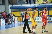 DESCRIZIONE : Frosinone LNP DNA Adecco Gold 2013-14 Veroli Imola<br /> GIOCATORE : arbitro<br /> CATEGORIA : palla<br /> SQUADRA : Veroli Imola<br /> EVENTO : Campionato LNP DNA Adecco Gold 2013-14<br /> GARA : Veroli Imola<br /> DATA : 29/12/2013<br /> SPORT : Pallacanestro<br /> AUTORE : Agenzia Ciamillo-Castoria/ManoloGreco<br /> Galleria : LNP DNA Adecco Gold 2013-2014<br /> Fotonotizia : Frosinone LNP DNA Adecco Gold 2013-14 Veroli Imola<br /> Predefinita :
