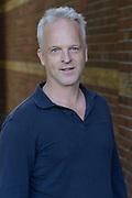 De Cast van NTR/VARA/VPRO op NPO 3 – het langverwachte tweede seizoen te zien van de dramaserie 'A'DAM – E.V.A.' ('Amsterdam en vele anderen') seizoen 2 is bijeen in het Ketelhuis, Amsterdam voor een persviewing.<br /> <br /> Op de foto:  scenarioschrijver Robert Alberdingk Thijm