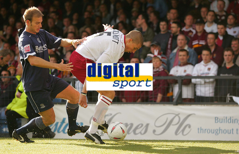 Fotball<br /> England 2004/2005<br /> Foto: SBI/Digitalsport<br /> NORWAY ONLY<br /> <br /> Southend United v Northampton Town. The Coca-Cola League two play-off semi final 2nd leg. Roots Hall.<br /> 21/05/05<br /> Southend's Lawrie Dudfield up against Nothampton Towns Chris Willmott