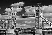 """Londyn, 2009-03-06. Tower Bridge, """"Most Wieżowy"""" – most zwodzony."""
