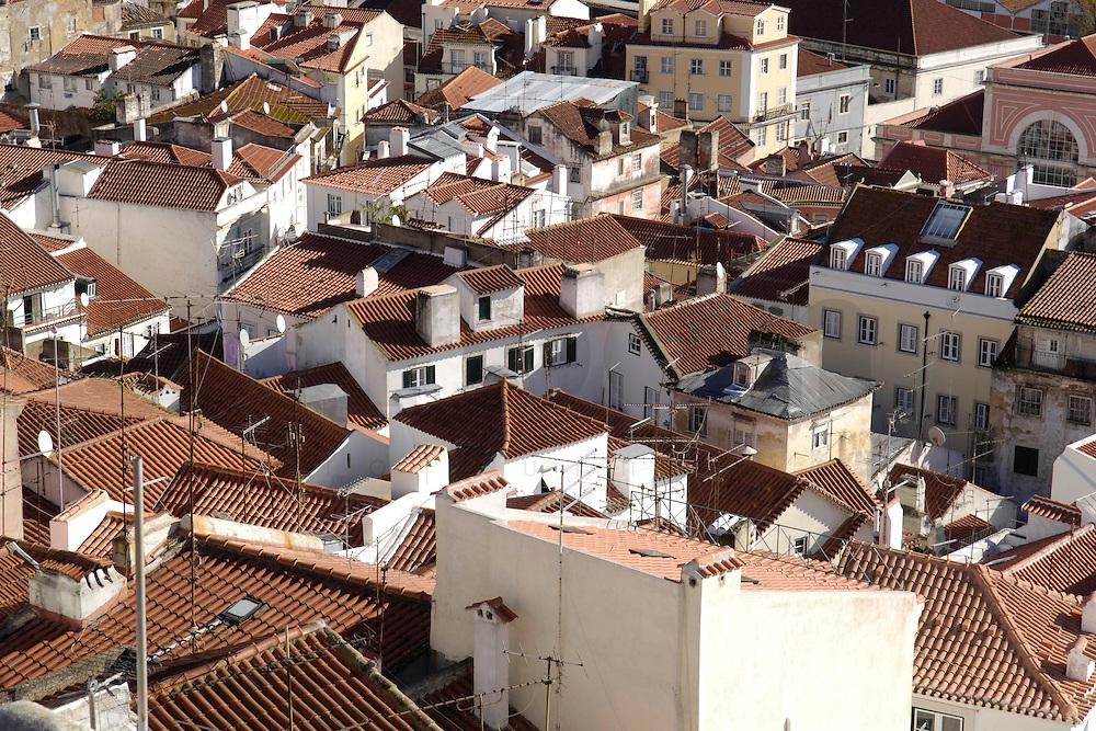 01 JAN 2006, LISBON/PORTUGAL:<br /> Blick auf die Daecher von Alfama, einem historischen Stadtteil der Stadt Lissabon<br /> View on the rooftops of Alfama, a historical district of the city of Lisbon<br /> IMAGE: 20060101-01-002<br /> KEYWORDS: Lisboa, roof, Dach, Dächer, Reise, travel, Stadtansicht, Europa, europe, cityscape