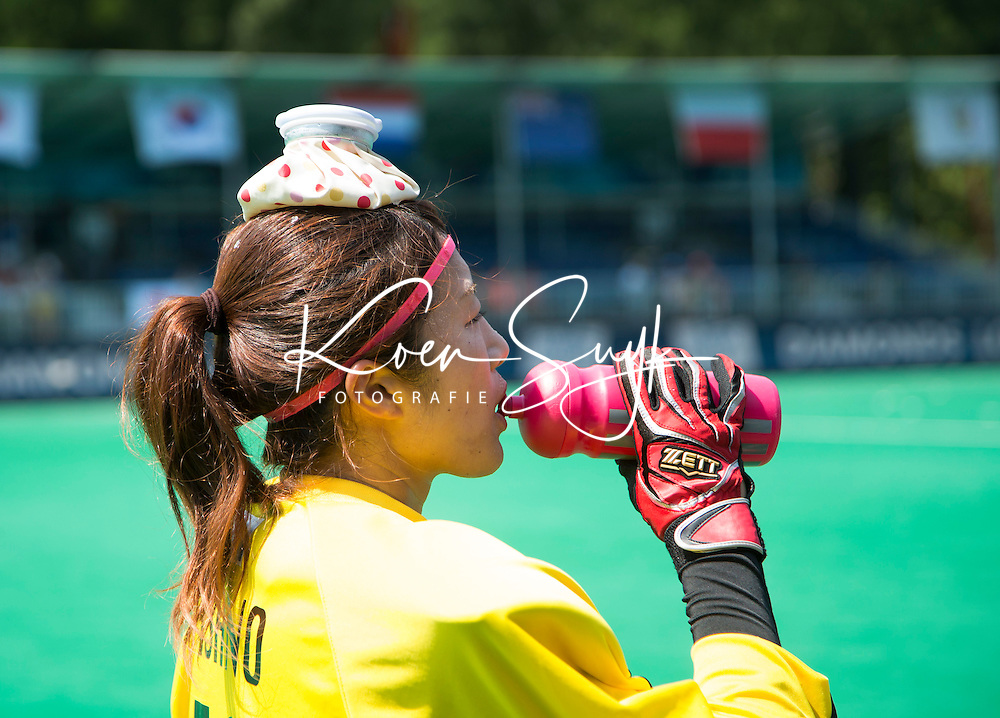 ANTWERP -    Goalkeeper Sakiyo  Asano is cooling down  during  the hockeymatch  India vs Japan  for the 5th place .  WSP COPYRIGHT KOEN SUYK