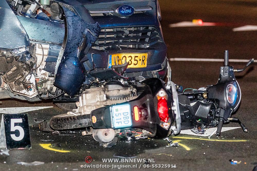 NLD/Blaricum/20161202 - Ongeval crailoseweg tussen een busje en een scooter bij de oversteekplaats