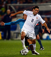 Fotball<br /> 15.06.2009<br /> Italia v USA<br /> Confederations Cup 2009<br /> Foto: Colorsport/Digitalsport<br /> NORWAY ONLY<br /> <br /> Clint Dempsey of USA and Fulham Mauro Camoranesi of Italy and Juventus FIFA Confederations Cup South Africa 2009 <br /> United States of America  v Italy at Loftus Versfeld  Stadium Tshwane/Pretoria South Africa