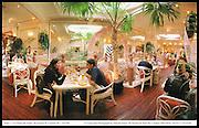 Les Porte des Indes. Bryanston St. London W1. 14/2/99  © Copyright Photograph by Dafydd Jones  66 Stockwell Park Rd. London SW9 0DA  Tel 0171 733 0108