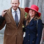 BEL/Brussel/20101120 - Huwelijk prinses Annemarie de Bourbon de Parme-Gualtherie van Weezel en bruidegom Carlos de Borbon de Parme, Wubbo Ockels en partner Joos Swaving en zoon met zijn partner