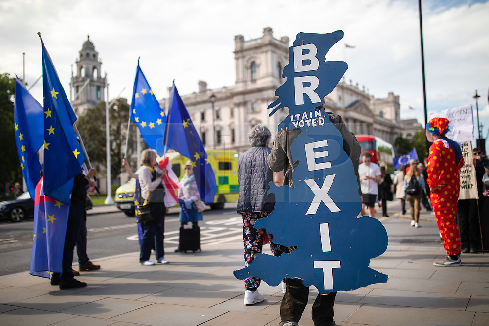 © Licensed to London News Pictures. 17/06/2019. London, UK. A Brexit supporter stands outside Parliament as candidates for Leader of the Conservative Party take part in hustings before MPs. A second round of voting on the new leader will take place tomorrow. Photo credit: Rob Pinney/LNP